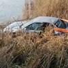 A Várpalotánál lévő horgásztóban kötött ki egy megcsúszó autó – videó