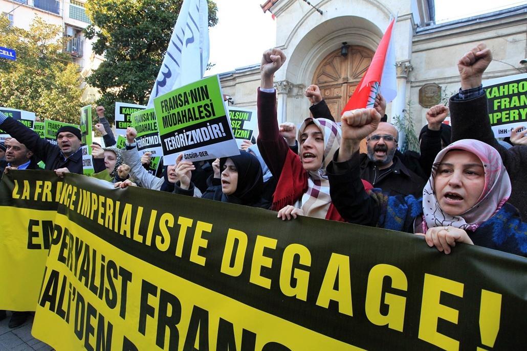 Malinagyítás afp, Mali, algéria, francia beavatkozás - török muszlimok, plakátok a franciák ellen