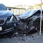 Fotók jöttek a budapesti balesetről, amit egy rossz oldalon közlekedő autós okozott
