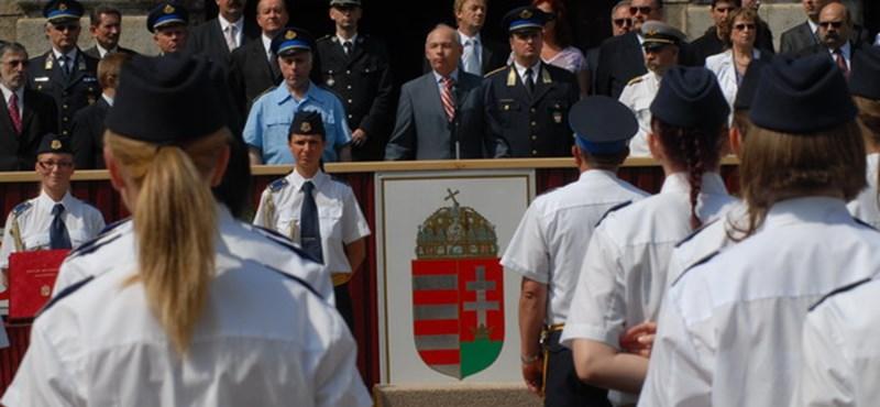 Pályakezdő katonák és rendőrök: kényelmes menet?