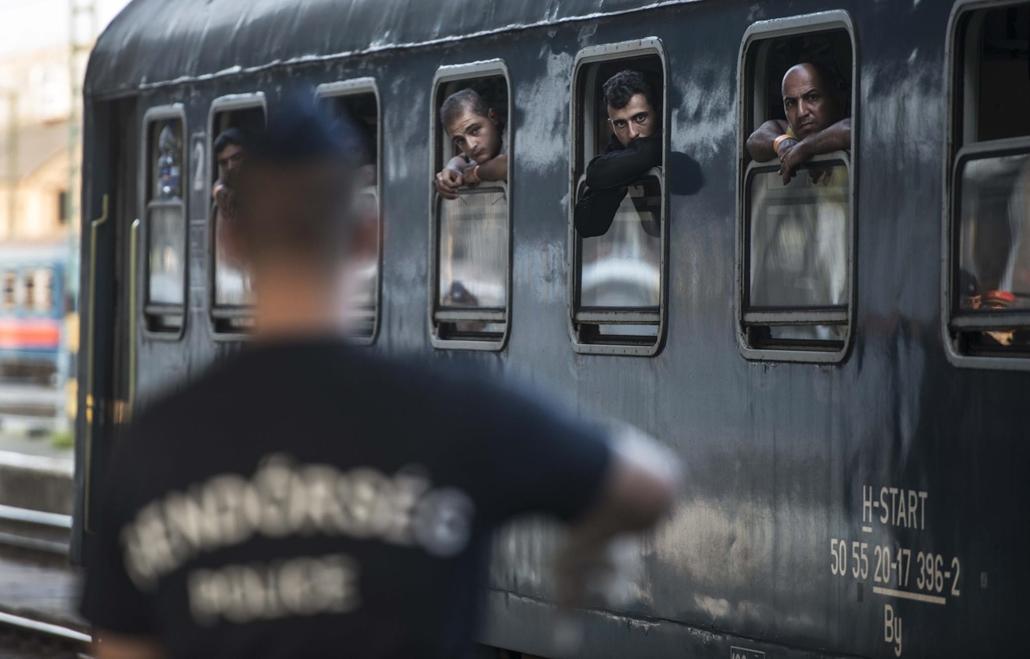 faz.15.09.01. Tranzit zóna, Nyugati pályaudvar menekült, migráns, bevándorló