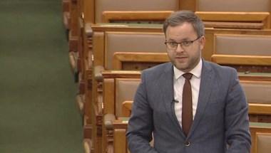 """""""Milyen diktatúra ez?"""" – A veszélyhelyzet megszüntetéséről vitázik a Parlament"""