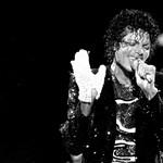 Elárverezik Michael Jackson fekete dzsekijét