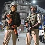 A komoly összecsapások miatt visszaállította a korlátozásokat az indiai kormány Kasmírban