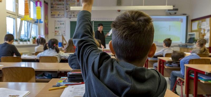 Ilyen egy igazi osztály: egy diák miatt mindenki megtanulta a jelnyelvet