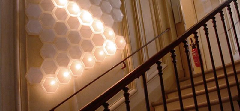 761d8d56bbfa Ingatlan: Extrém lámpa modern lakásokba - Világító méhkas - HVG.hu