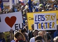 Több mint félmillióan tüntettek Londonban a Brexit ellen