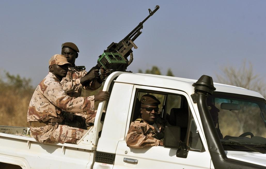 Malinagyítás afp, Mali, algéria, francia beavatkozás - mali, nemzeti őrök járőröznek