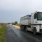 Fotók: sárga lett az út Demecsernél