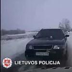 Instant karma: hóban ralizott az audis, aztán jött a rendőrautó – videó