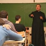 Kirúgják azokat a tanárokat, akik nem járnak misére? Iskolabotrány Kecelen