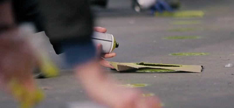 Nem pótolták a kopott sárga pöttyöket a szemészeti klinika előtt, akcióba lendültek a civilek