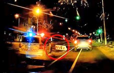 Újabb autós ütközött az Üllői útra kirakott betonkockának