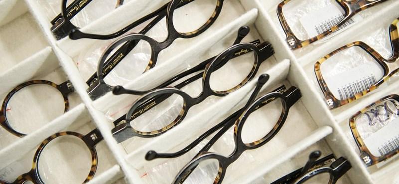 A saját 430 ezres luxusszemüvegét számolta volna el egy igazgató céges költségként