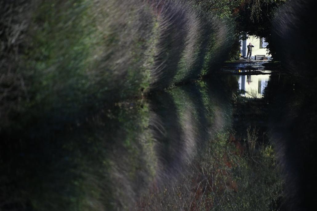afp.14.11.16. - Vigevano, Olaszország: elárasztott sikátor az esőzések után - 7képei nagyítás