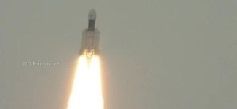 Sikerült: Elindult a Holdra India, a déli pólushoz visznek egy kutatójárművet