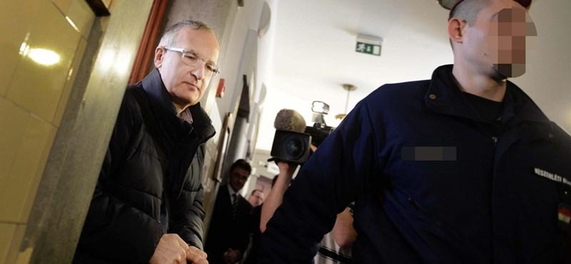 Vádat emeltek a volt MSZP-s Simon Gábor ellen