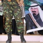 Jemen: több tízezren követelték az elnök távozását