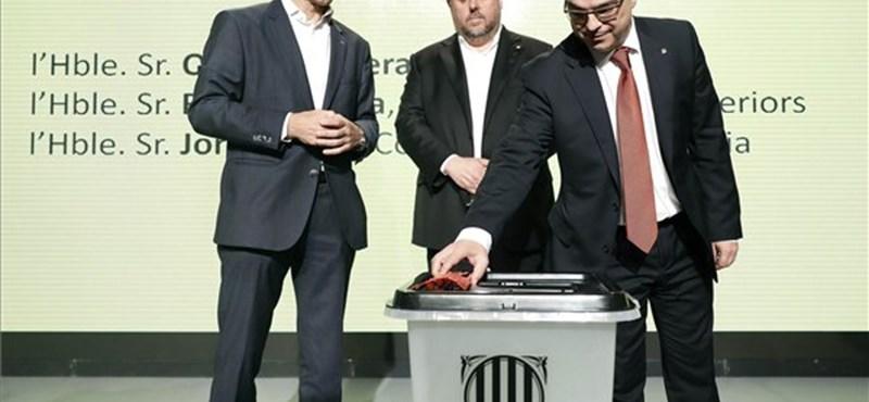 Katalán népszavazás: 42 százalékos részvétel mellett 90 százalék voksolt a függetlenségre