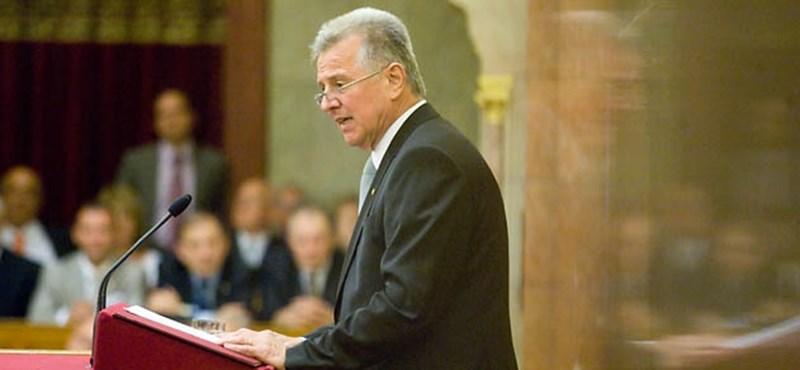 Schmitt Pál lemondott: belebukott a plágiumügybe - percről percre