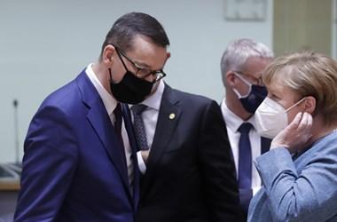 Nem mozdultak az álláspontok, Morawiecki Merkelnek is belengette a vétót