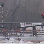 Akciófilm: így mentették ki Janit a tiszai jégárból