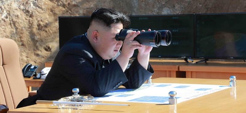 Nem csak az atomrakétákért, egy híres angol focicsapatért is rajong Kim Dzsong Un
