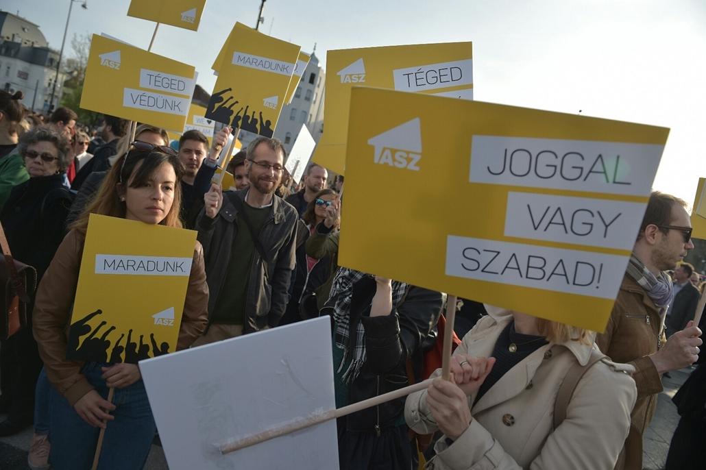 tg.17.04.12. - Hősök vétója - tüntetés a civilek és a CEU ellehetetlenítése ellen - TASZ