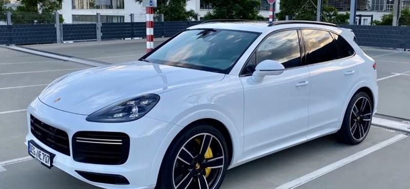 Videó: így száguld 330 km/h-val a Porsche nagy divatterepjárója