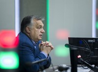 Miközben nagyban tüntetnek, Orbán átugrott Bécsbe