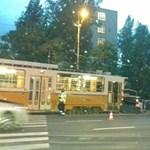 Fotó: Autóval ütközött egy villamos az Alkotás utcában
