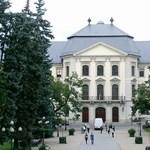 Furcsa kijelentések miatt tiltakozik az egri főiskola rektora