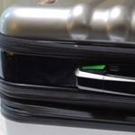 Riaszt, súlyt mér és feltölti a telefonját is: ha ezt a bőröndöt használja, többé nem kell aggódnia csomagjáért