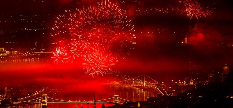 Fotók: így világította meg Budapestet 21 ezer rakéta
