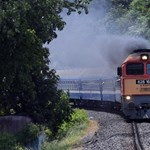 Egy órát vesztegeltek az utasok, mert a vonat elhagyta két kocsiját