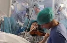 Agyműtéte alatt végig hegedült a brit művész (videó)