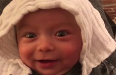 Kisfia gügyögéséből vágott össze egy AC/DC-dalt a kitartó apa – videó