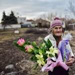 Csokival és virággal kereste meg a MÁV a vonatról leparancsolt 74 éves nénit