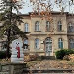 Kiürítik és fertőtlenítik a János Kórház vesztegzár alá vont épületét
