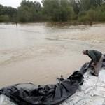 Újabb településeket zárnak el az áradó borsodi folyók