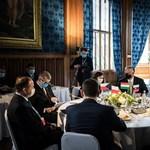 Orbán az oroszokkal, a törökökkel és fideszes őrkutyákkal gyarmatosítja Közép-Európát