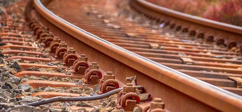 Gázolt a vonat Érdnél, egy vágányon van csak forgalom