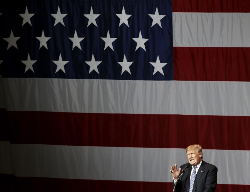 afp.16.07.12. - Westfield, Indiana, USA: Donald Trump kampánykörútjának egyik állomásán Westfieldben