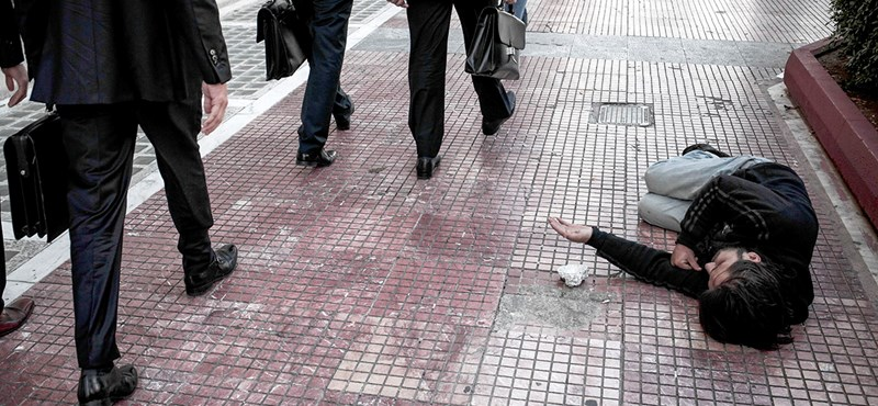 Ugye, ön sem akar az utcán meghalni a közöny miatt?
