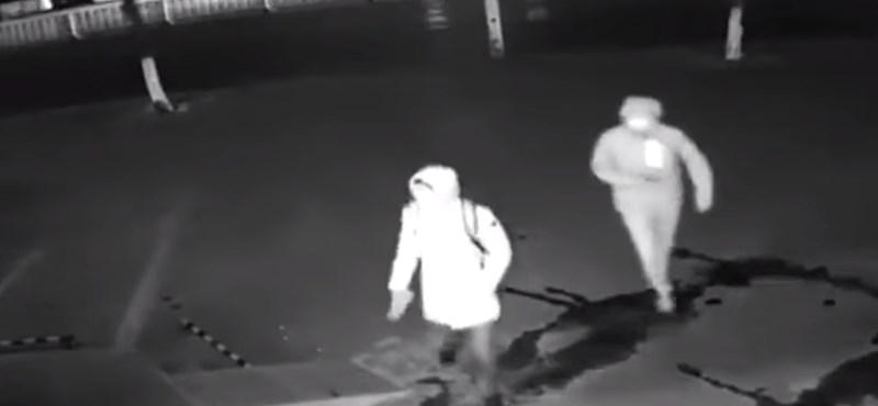 Téglával indultak betörni a kirakatot, ami azután történt, arra egyikük sem számított – videó