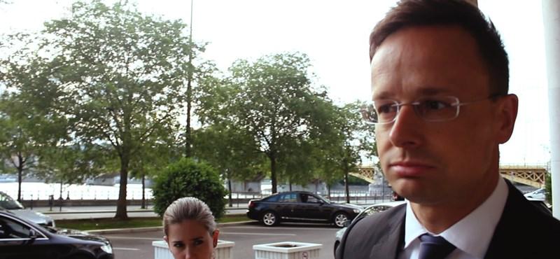 Szijjártó Péter szerint Soros alapítványa titkol valamit, ezért költözik