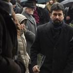 Átlátszó: Havi 600 ezer forintos jövedelme van két állami cégtől a Fidesz kommunikációs igazgatójának