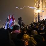 Felfüggesztett börtönre ítéltek tojásdobálásért egy Kossuth téri tüntetőt