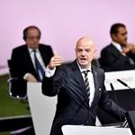 A FIFA-elnök személyes kapcsolataival simíthatta el korrupciós botrányát