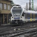Elvontatták a kisiklott vonatot Rákosrendezőnél